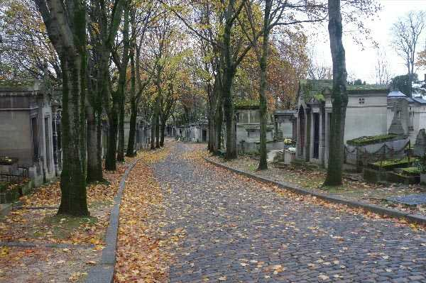Pere Lachaise, early on an Autumnal Sunday morning.