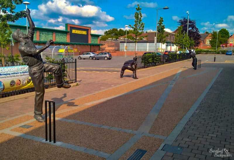 Harold Larwood Ashes statues, Kirkby-in-Ashfield.