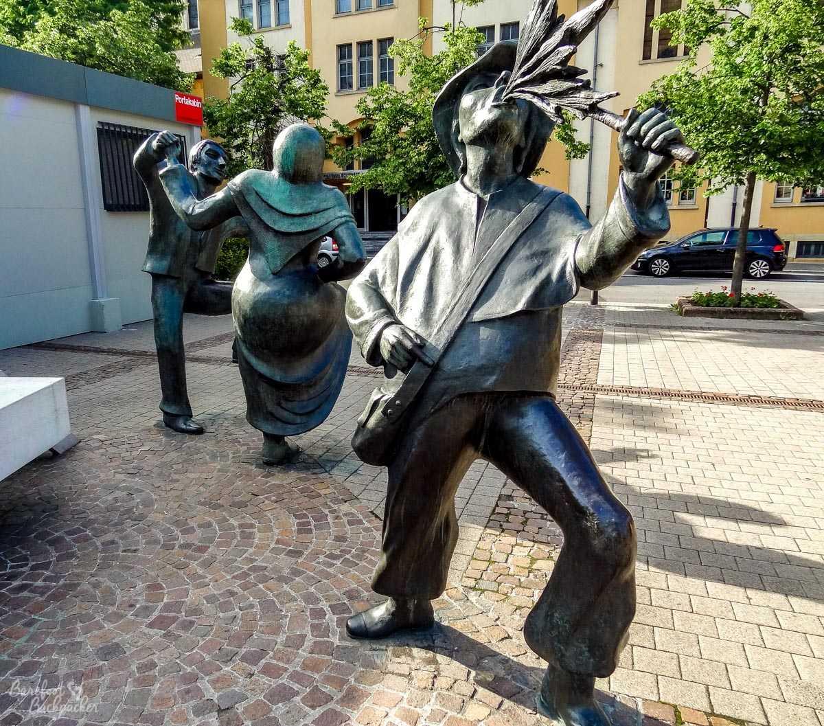 Entertainer sculptures