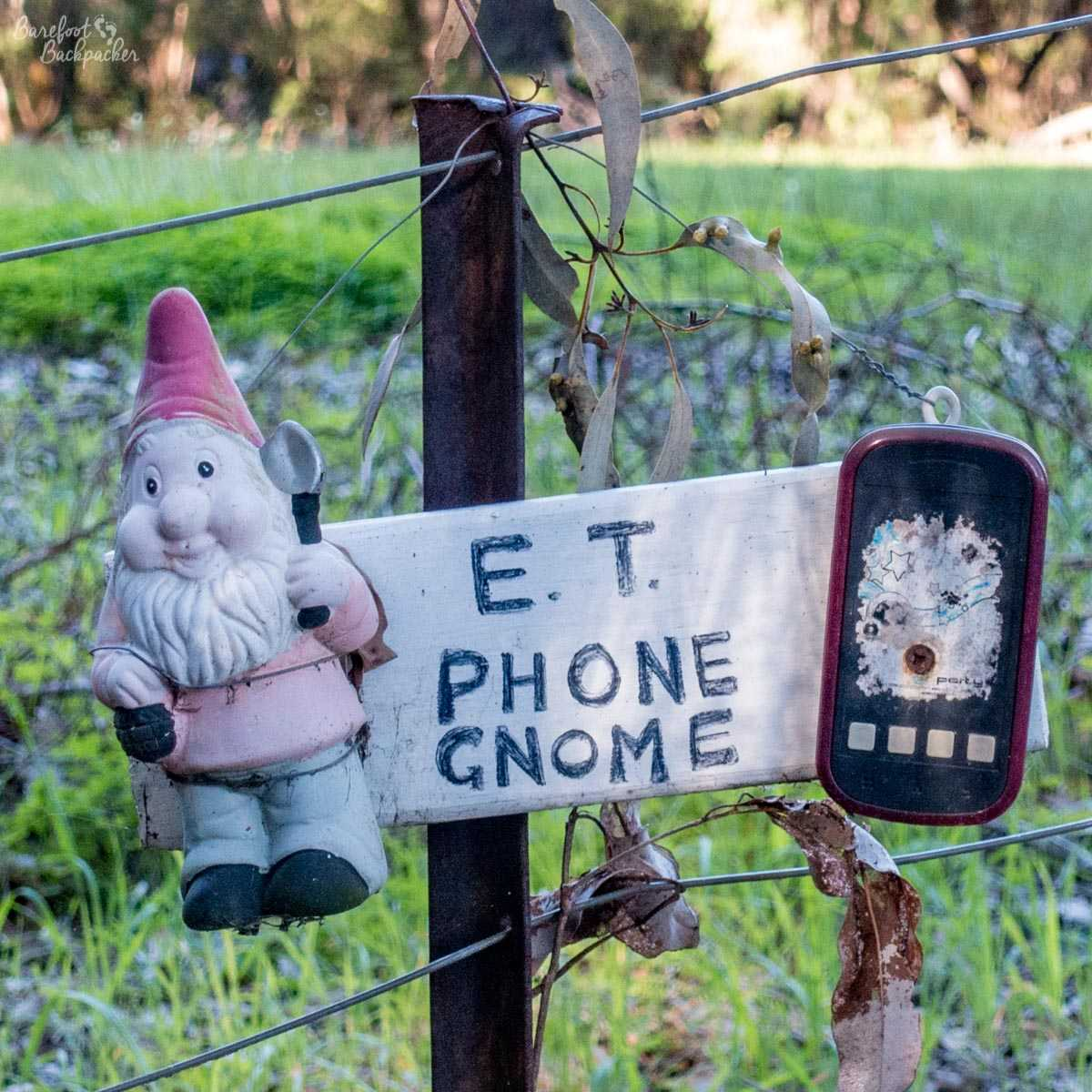 ET Phone Gnome, at Gnomesville