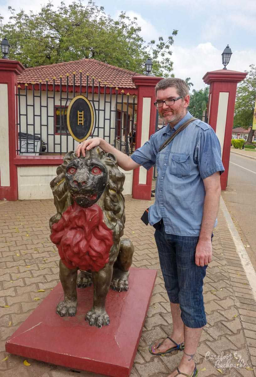 Lion and backpackpacker outside the Ashanti Museum in Kumasi