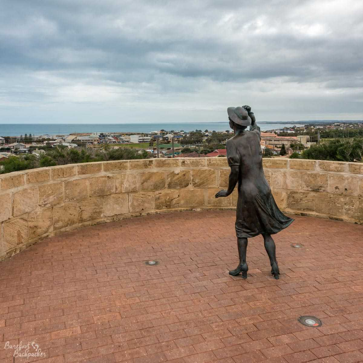 HMAS Sydney Memorial – the statue of a woman gazing longingly out to sea.
