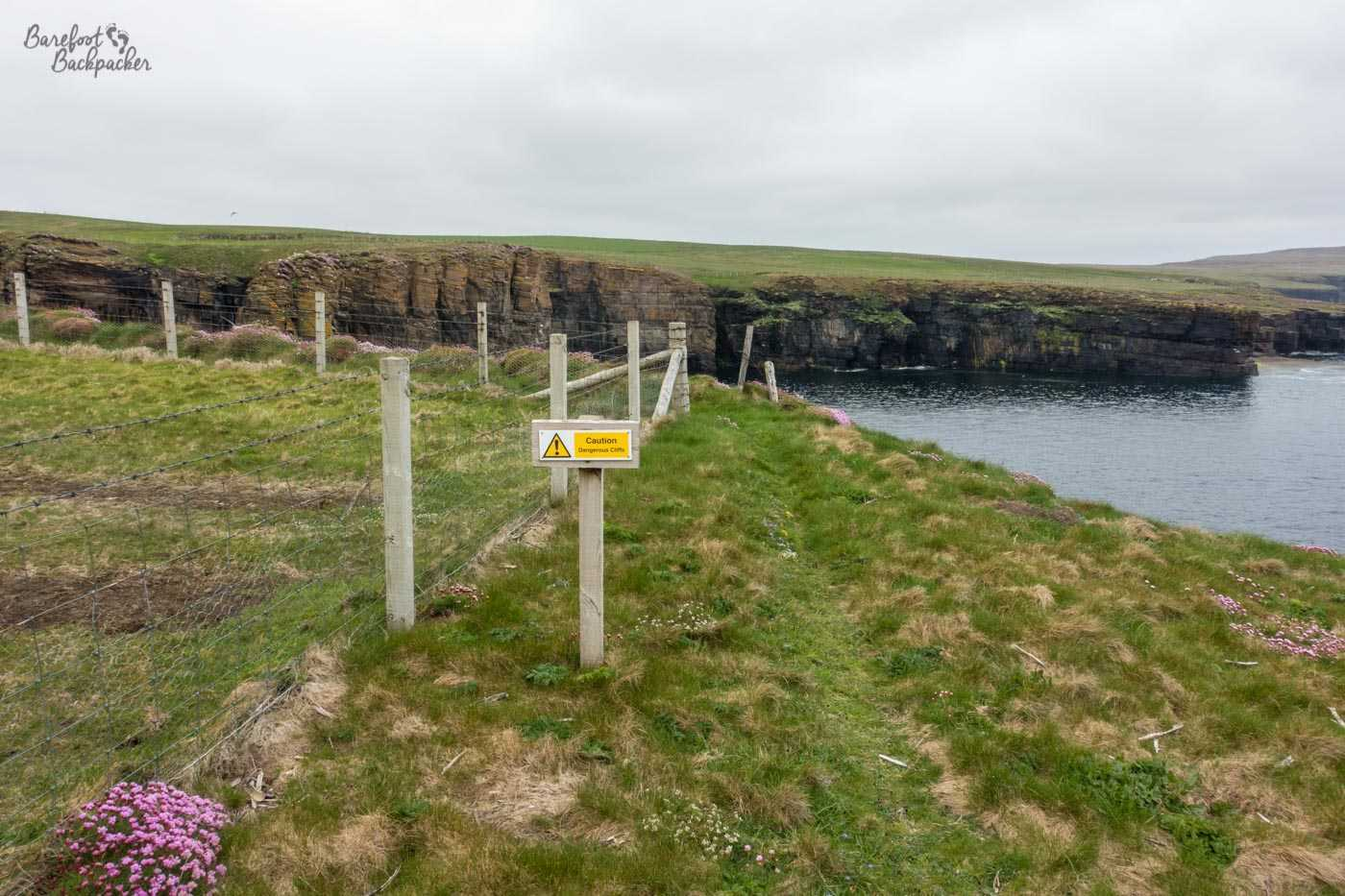 A small signpost saying